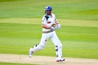 Middlesex v Yorkshire (Day 1) Close: