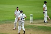 Highlights: Middlesex v Yorkshire (Day One)