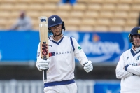 Loten marks First-Class debut with a fifty